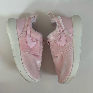 Nike Roshe Pink Velvet Toddler Girl Size 9